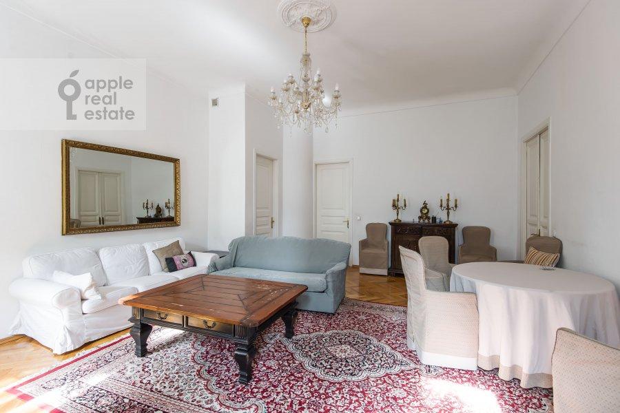 Living room of the 3-room apartment at Dmitrovka Malaya ul. 29