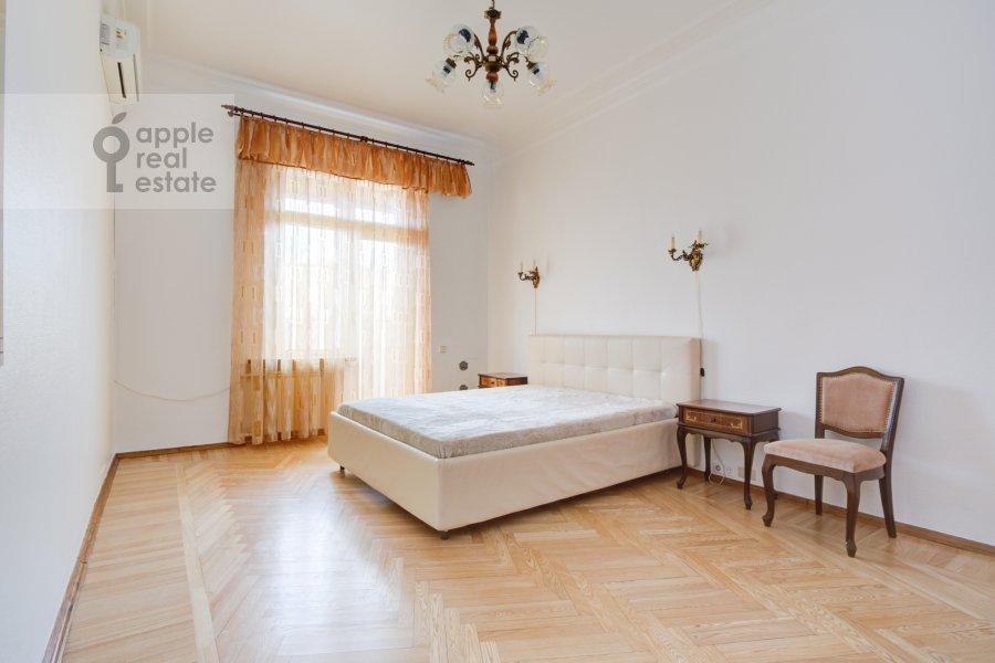 Bedroom of the 4-room apartment at Nikolaeva ul. 4