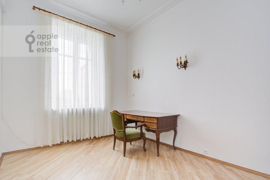 Children's room / Cabinet of the 4-room apartment at Nikolaeva ul. 4
