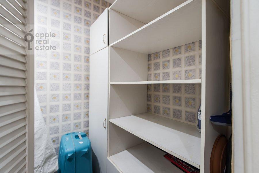 Гардеробная комната / Постирочная комната / Кладовая комната в 3-комнатной квартире по адресу Гоголевский бульвар 23