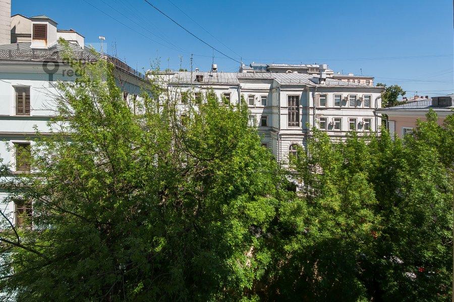 Вид из окна в 2-комнатной квартире по адресу Молчановка Малая ул. 4