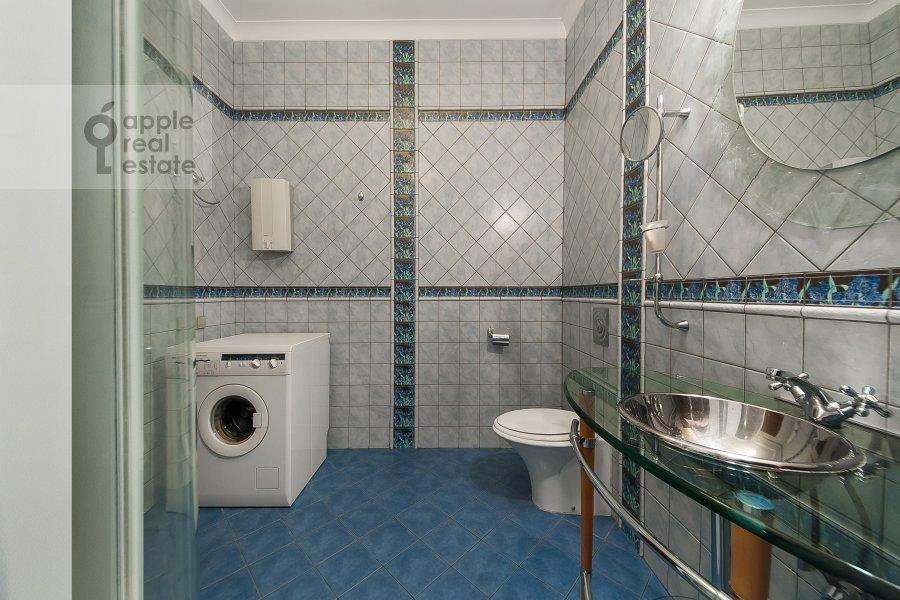 Санузел в 2-комнатной квартире по адресу Молчановка Малая ул. 4