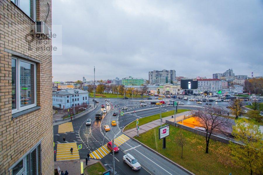 Вид из окна в 4-комнатной квартире по адресу Гончарный пр. 8/40