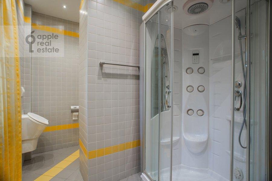 Bathroom of the 2-room apartment at Novinskiy bul'v. 12