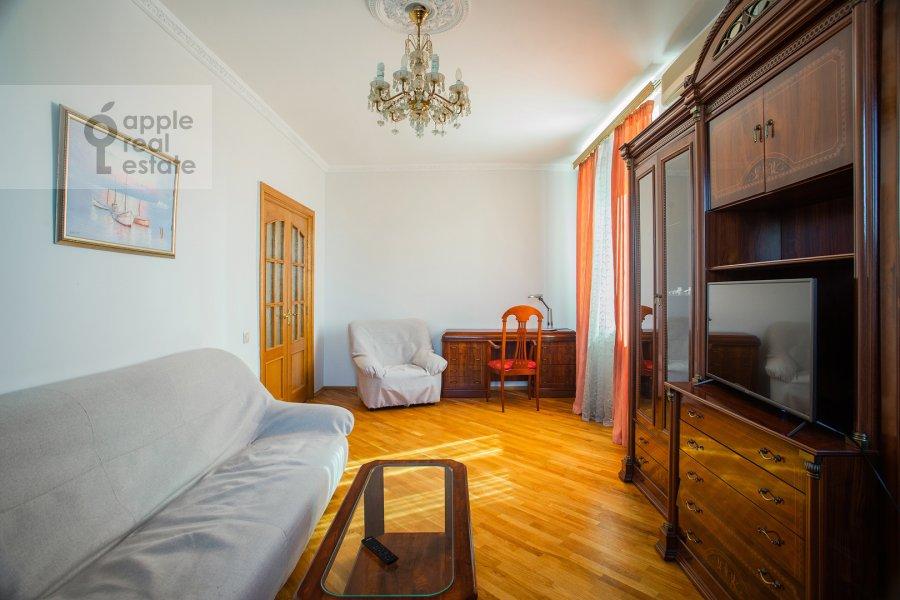 Гостиная в 3-комнатной квартире по адресу Ростовская наб. 3