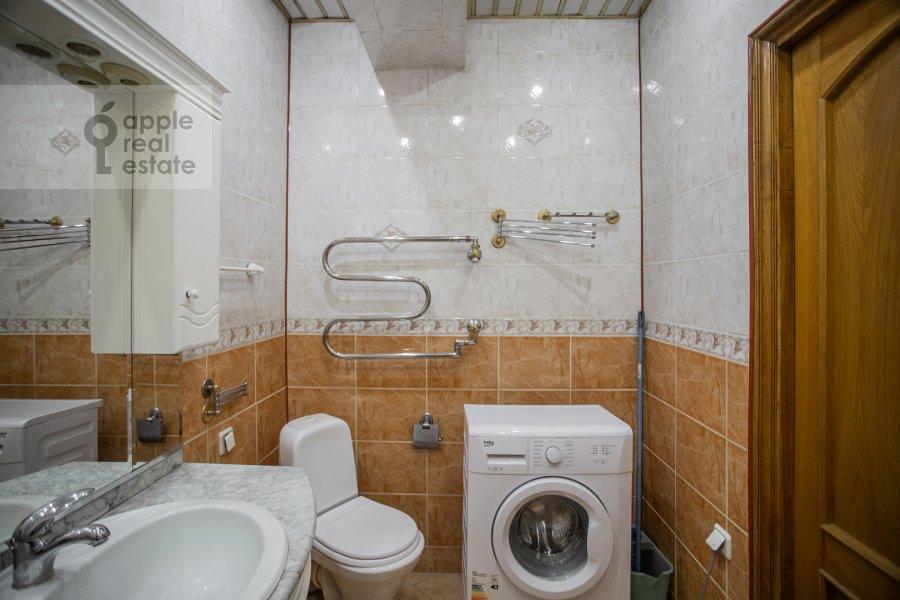 Санузел в 3-комнатной квартире по адресу Ростовская наб. 3