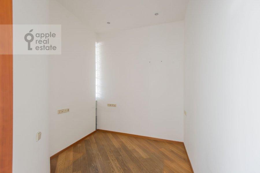 Гардеробная комната / Постирочная комната / Кладовая комната в 5-комнатной квартире по адресу Калашный пер. 4/1