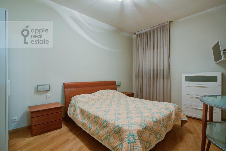 Bedroom of the 2-room apartment at Staromonetnyy pereulok 18
