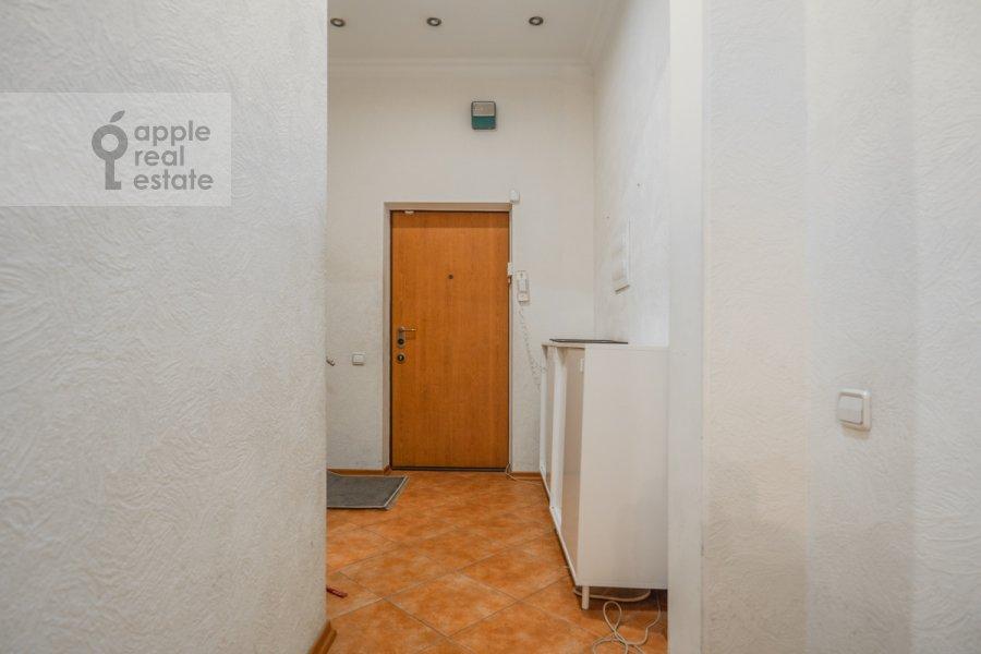 Corridor of the 4-room apartment at Lyalin per. 20
