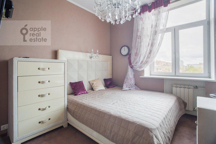 Bedroom of the 3-room apartment at Prospekt mira 118