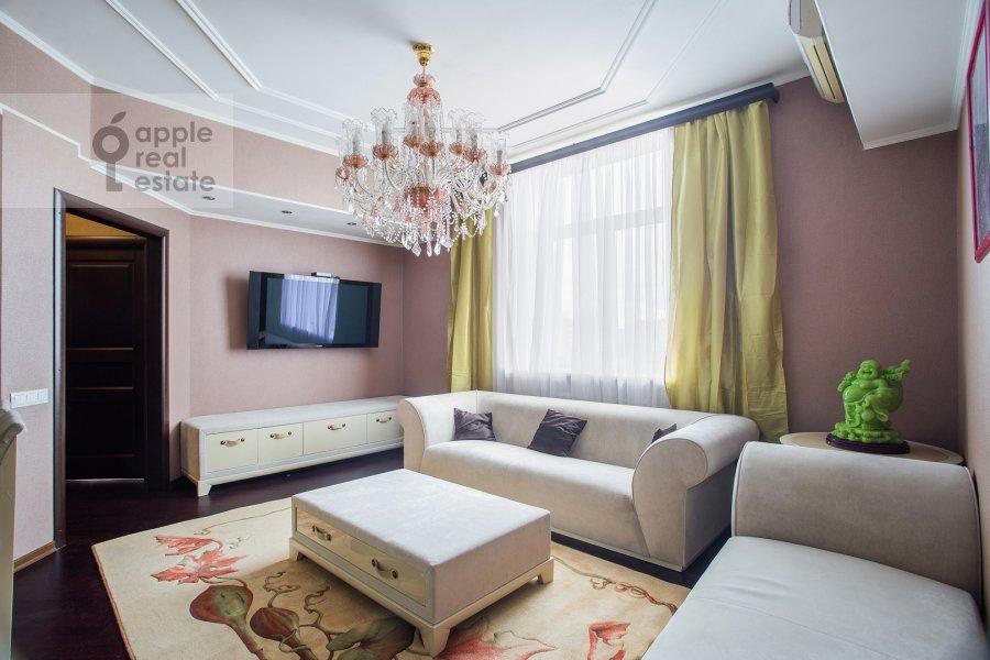 Living room of the 3-room apartment at Prospekt mira 118