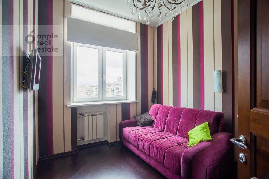 Children's room / Cabinet of the 3-room apartment at Prospekt mira 118