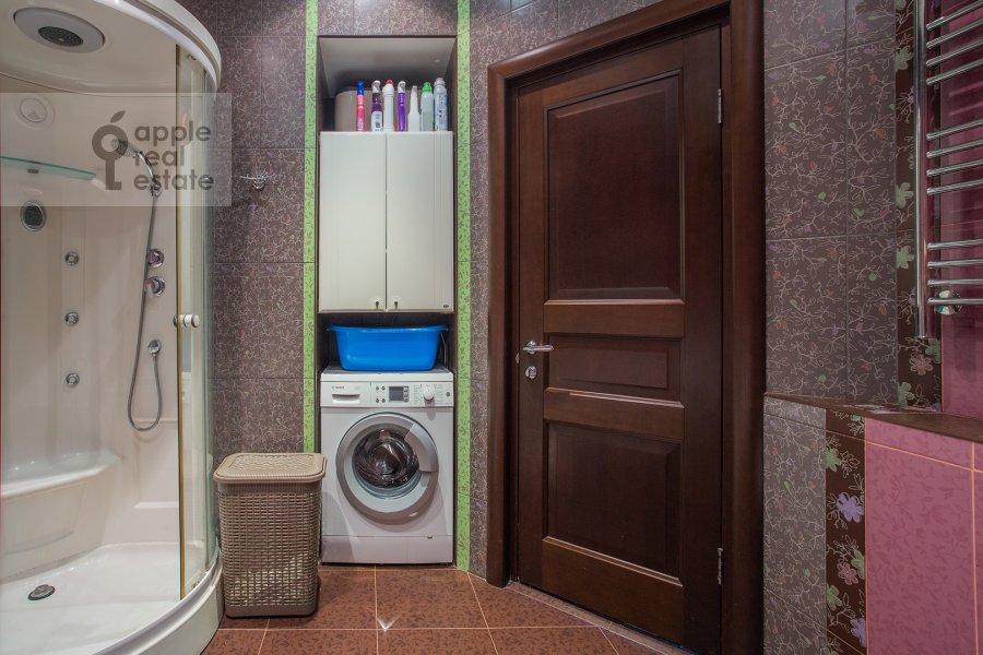 Bathroom of the 3-room apartment at Prospekt mira 118
