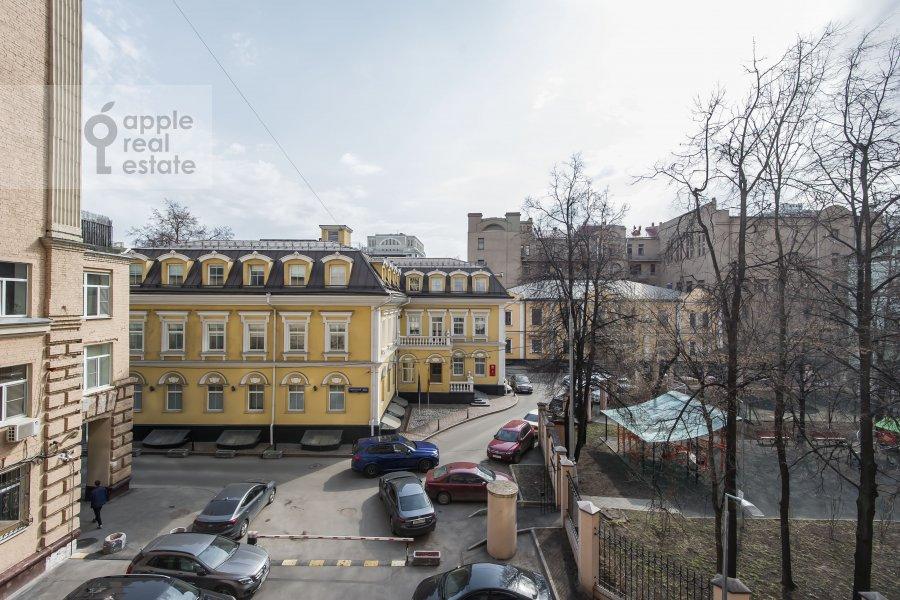 Вид из окна в 4-комнатной квартире по адресу Новинский бульв. 18c1