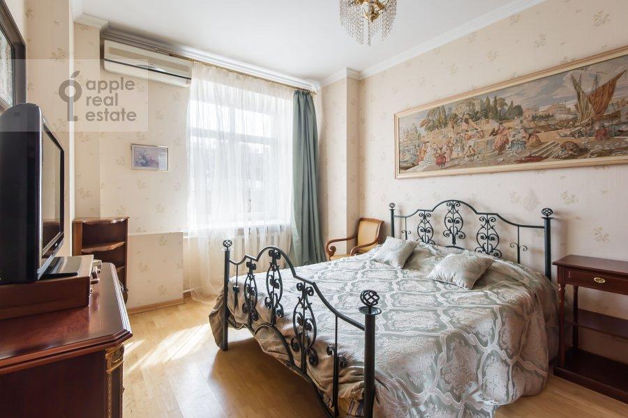 Спальня в 4-комнатной квартире по адресу Новинский бульв. 18c1