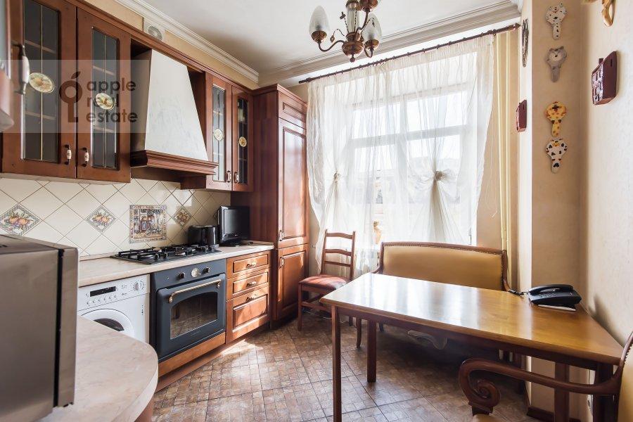 Кухня в 4-комнатной квартире по адресу Новинский бульв. 18c1