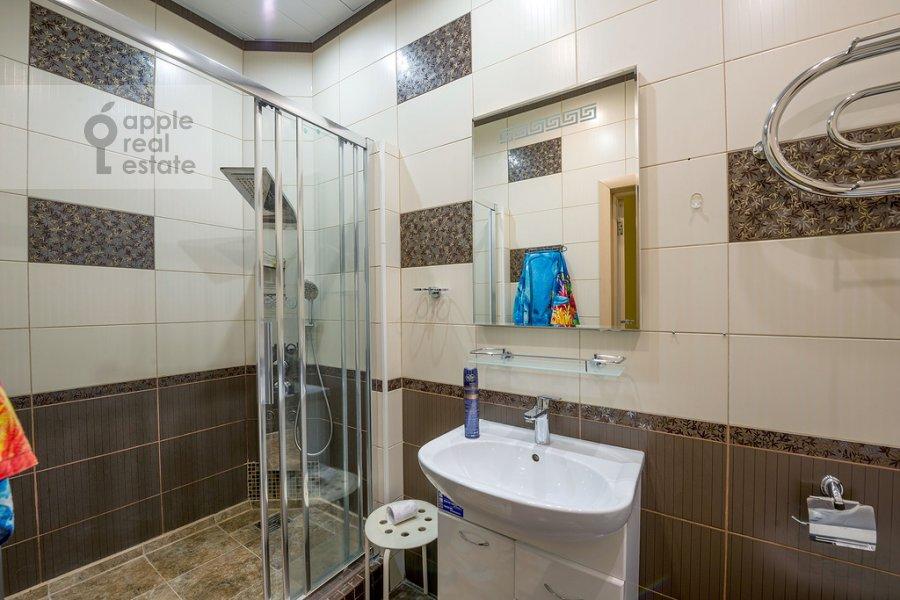 Bathroom of the 3-room apartment at Tverskaya ulitsa 29k2