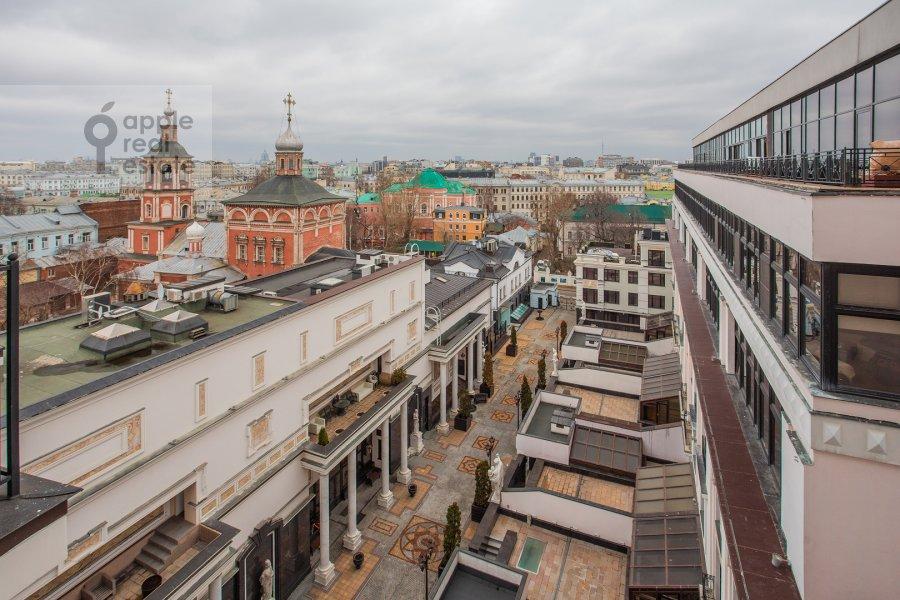 Вид из окна в 4-комнатной квартире по адресу Подсосенский пер. 3к3