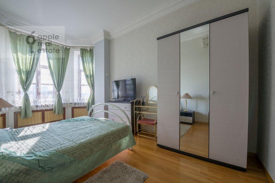 Bedroom of the 3-room apartment at Smolenskaya naberezhnaya 5/13