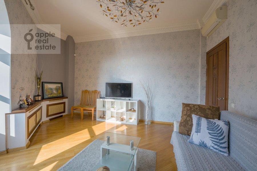 Living room of the 3-room apartment at Smolenskaya naberezhnaya 5/13