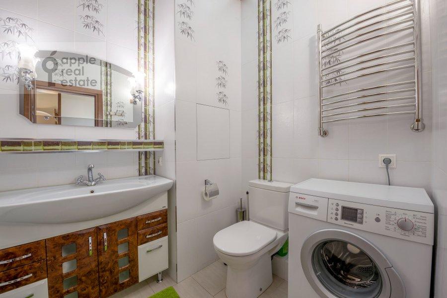 Bathroom of the 3-room apartment at Smolenskaya naberezhnaya 5/13
