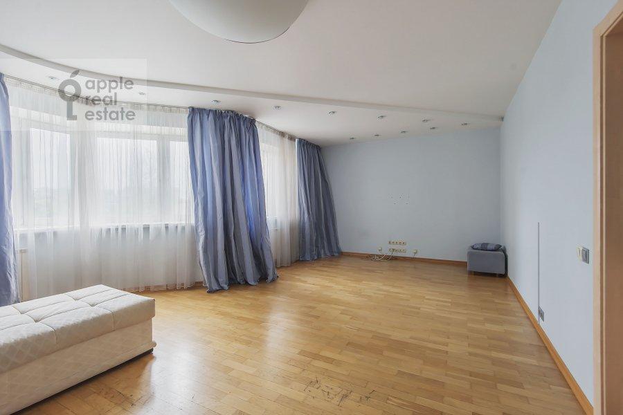 Гостиная в 4-комнатной квартире по адресу Пулковская ул. 4 к 3
