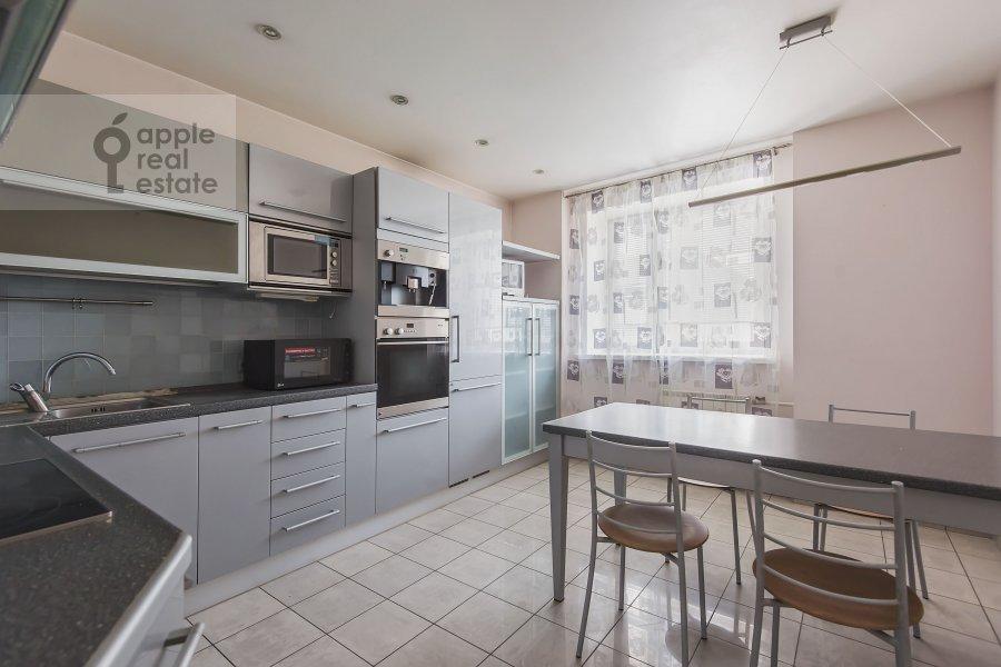 Кухня в 4-комнатной квартире по адресу Пулковская ул. 4 к 3