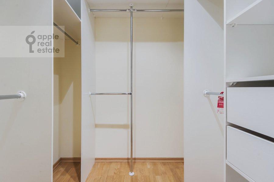 Гардеробная комната / Постирочная комната / Кладовая комната в 4-комнатной квартире по адресу Пулковская ул. 4 к 3