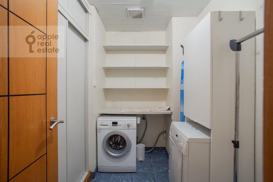 Walk-in closet / Laundry room / Storage room of the 6-room apartment at 3-ya Tverskaya-Yamskaya ulitsa 44