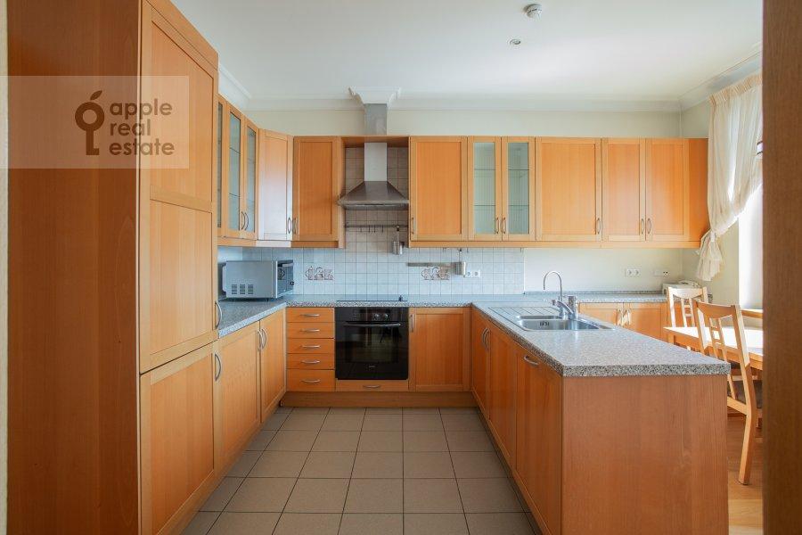 Kitchen of the 6-room apartment at 3-ya Tverskaya-Yamskaya ulitsa 44