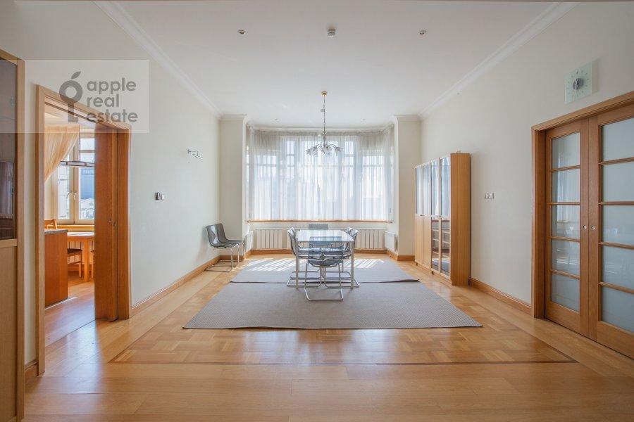 Living room of the 6-room apartment at 3-ya Tverskaya-Yamskaya ulitsa 44