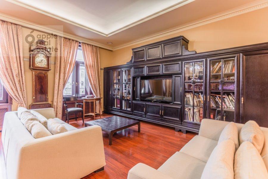Гостиная в 3-комнатной квартире по адресу Тверская ул. 28к1