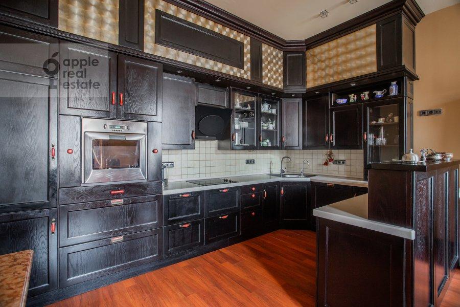 Кухня в 3-комнатной квартире по адресу Тверская ул. 28к1