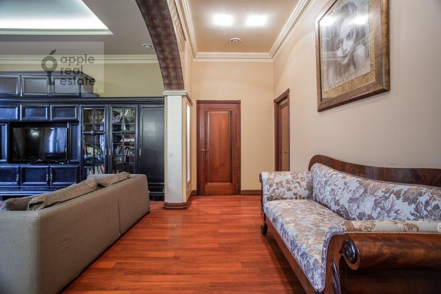 Коридор в 3-комнатной квартире по адресу Тверская ул. 28к1