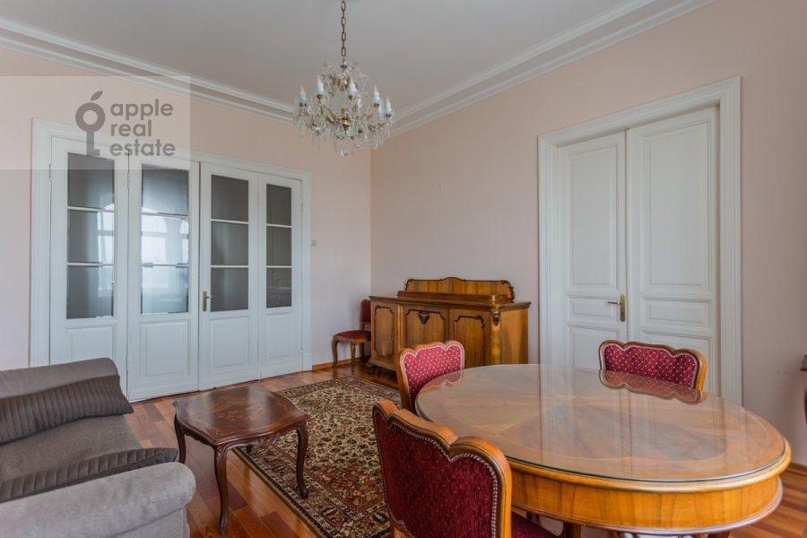 Гостиная в 3-комнатной квартире по адресу Тверская ул. 9