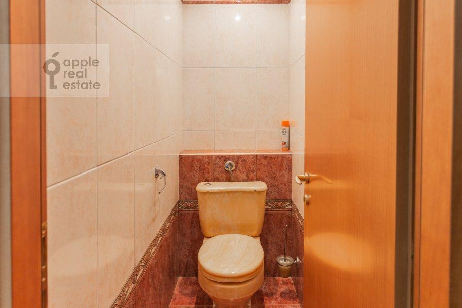 Bathroom of the 2-room apartment at Patriarshiy Malyy per. 3