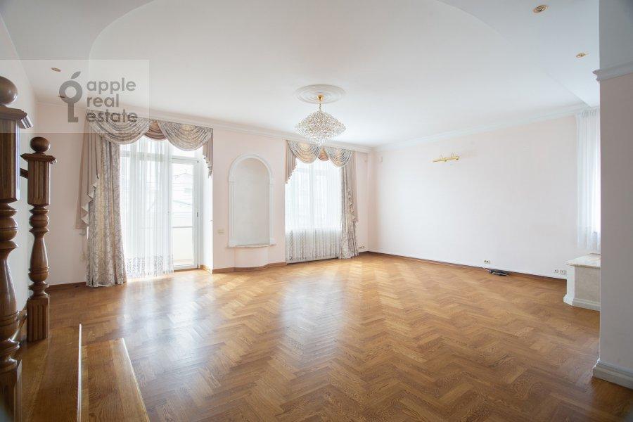 Гостиная в 6-комнатной квартире по адресу Обыденский 2-й пер. 11