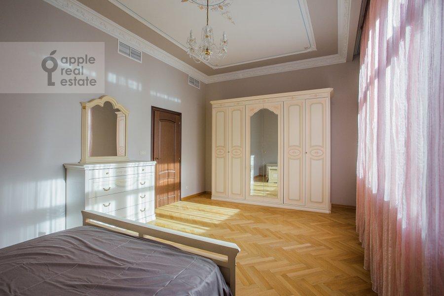 Bedroom of the 4-room apartment at Obydenskiy 1-y per. 5