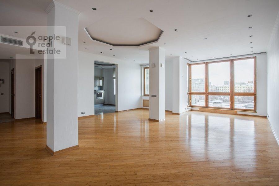 Living room of the 4-room apartment at Strastnoy bul'v. 10/1