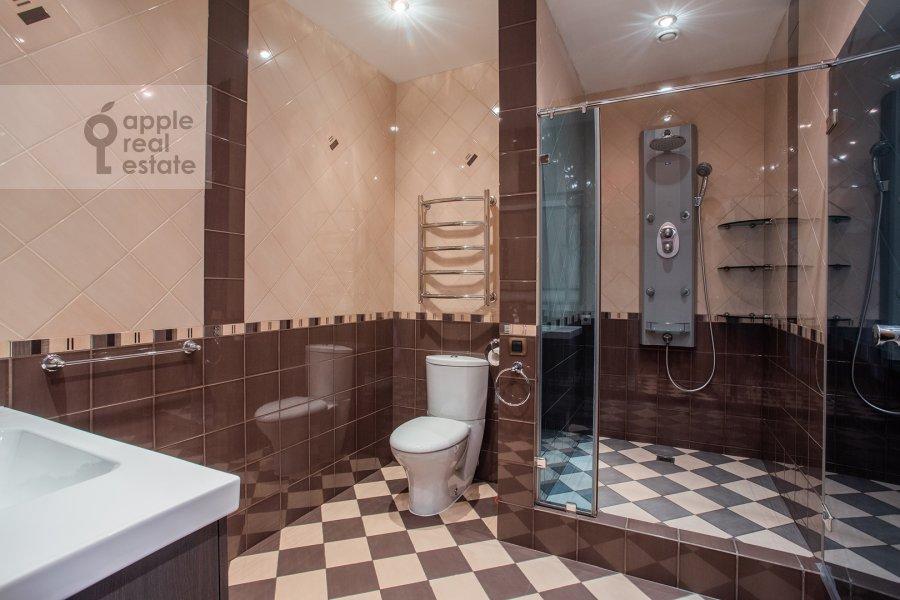 Bathroom of the 4-room apartment at Strastnoy bul'v. 10/1