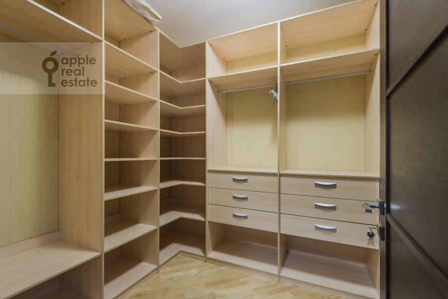 Гардеробная комната / Постирочная комната / Кладовая комната в 3-комнатной квартире по адресу Вернадского пр-т. 92к1