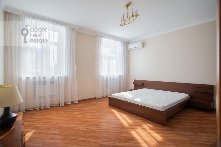Спальня в 3-комнатной квартире по адресу Поварская ул. 22
