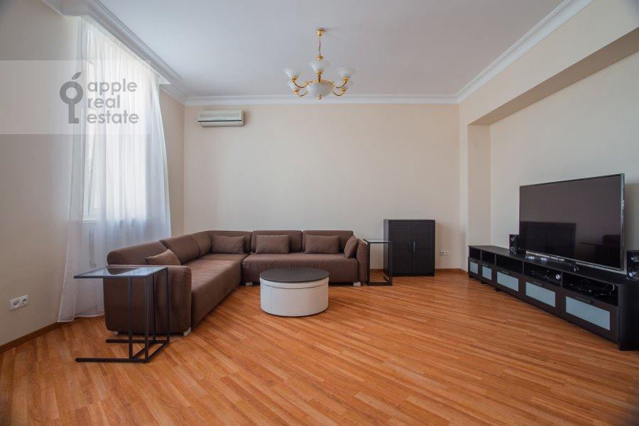 Гостиная в 3-комнатной квартире по адресу Поварская ул. 22