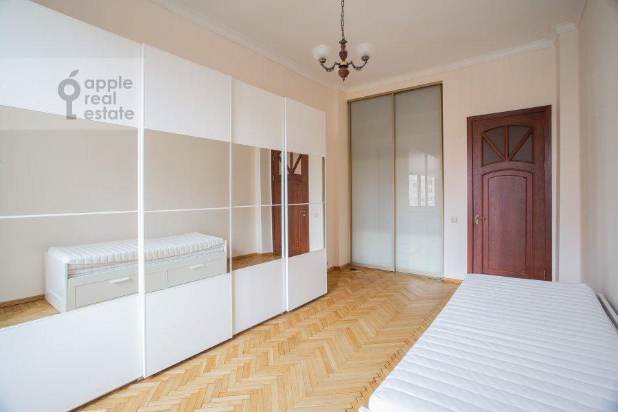 Children's room / Cabinet of the 4-room apartment at Smolenskaya naberezhnaya 5/13