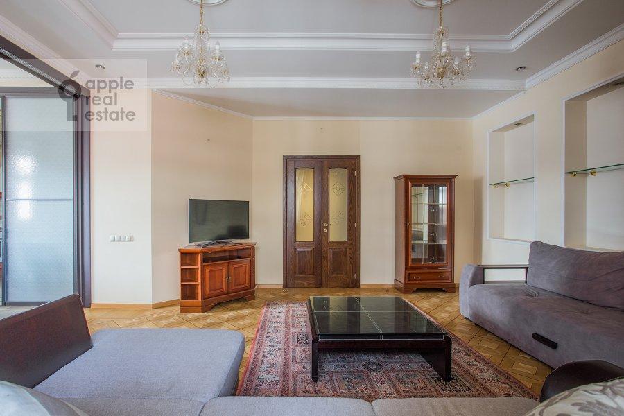 Гостиная в 4-комнатной квартире по адресу Тверская-Ямская 4-я ул. 22к2