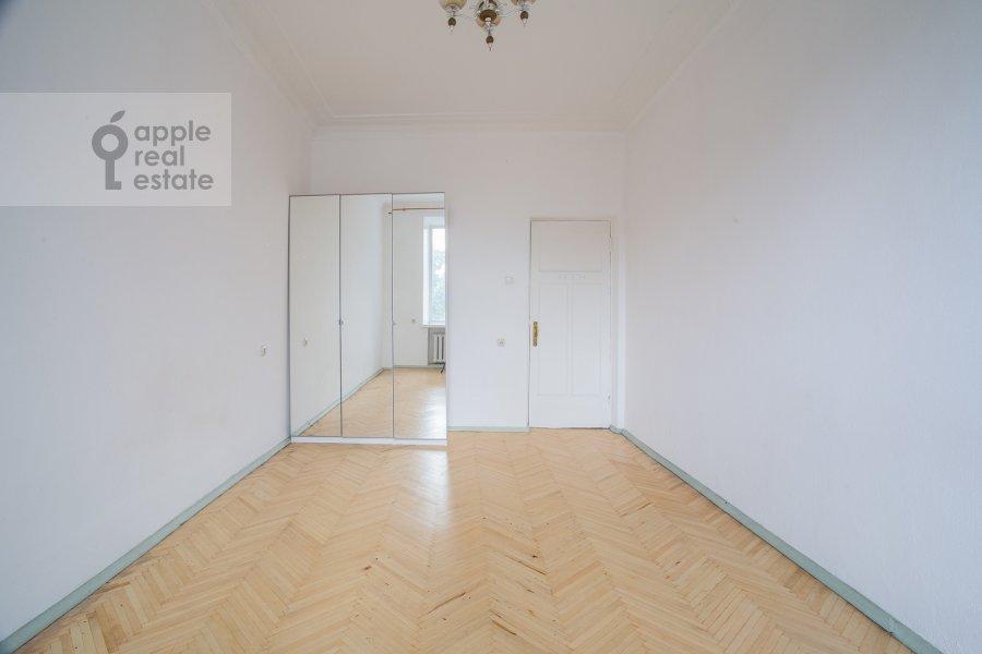 Bedroom of the 4-room apartment at Smolenskiy bul'v. 15