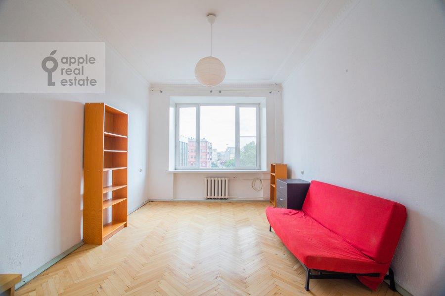 Living room of the 4-room apartment at Smolenskiy bul'v. 15