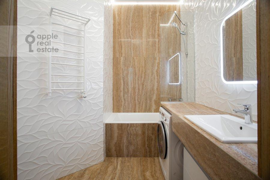 Санузел в 5-комнатной квартире по адресу Скатертный пер. 22