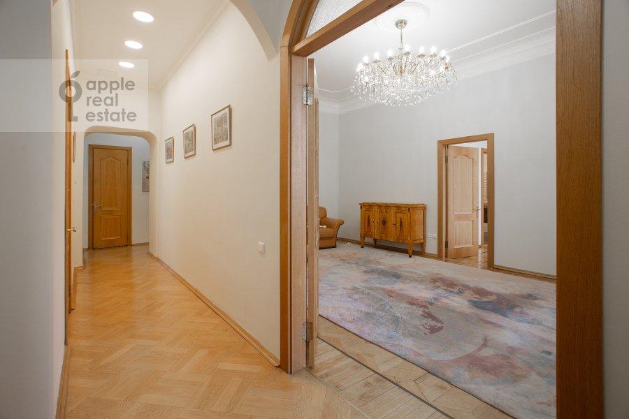 Коридор в 5-комнатной квартире по адресу Скатертный пер. 22