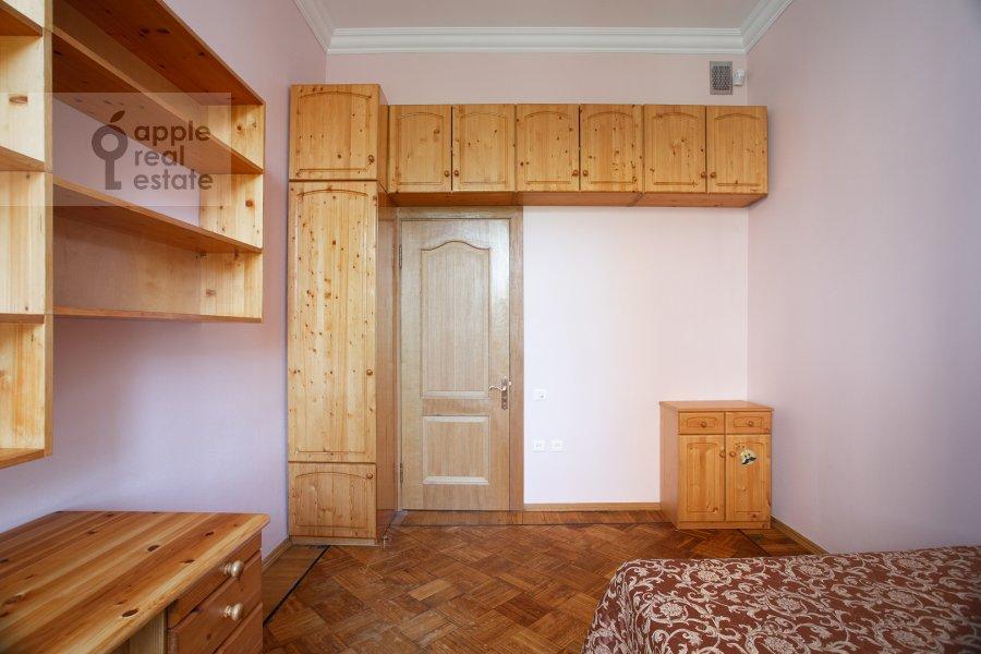Спальня в 5-комнатной квартире по адресу Скатертный пер. 22